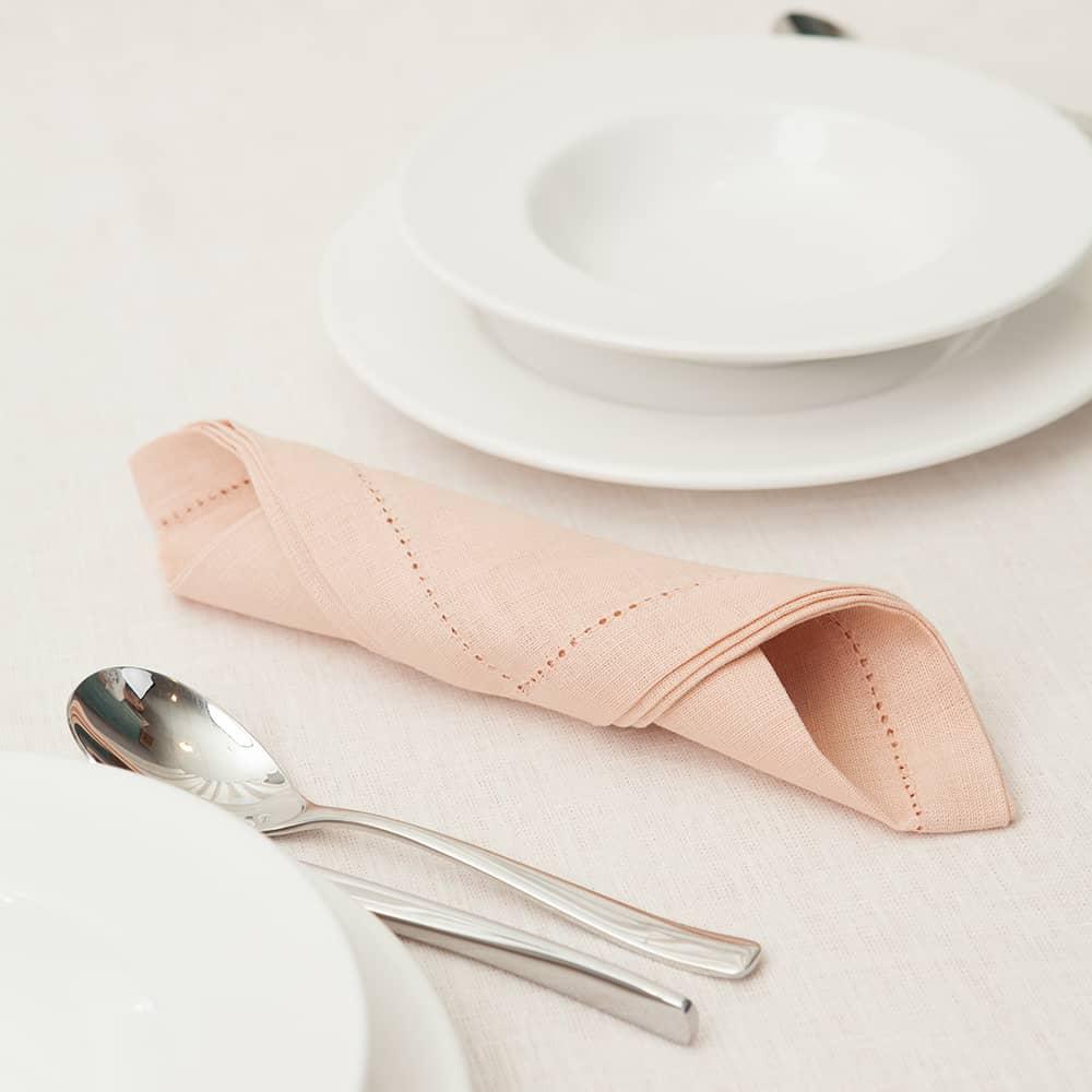 Pilutatud linane salvrätik hele roosa