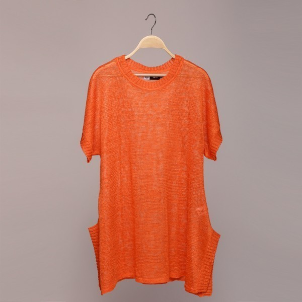 Long O neck linen pullover with short sleeves and openings at the bottom