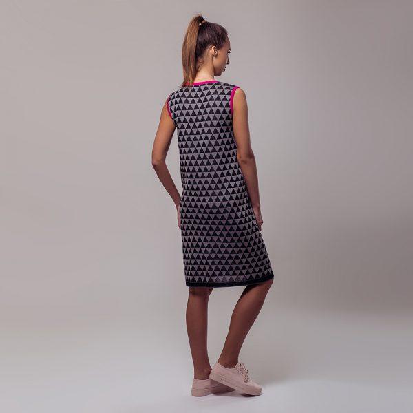 Relika žakaarse rombimustriga linane kleit must
