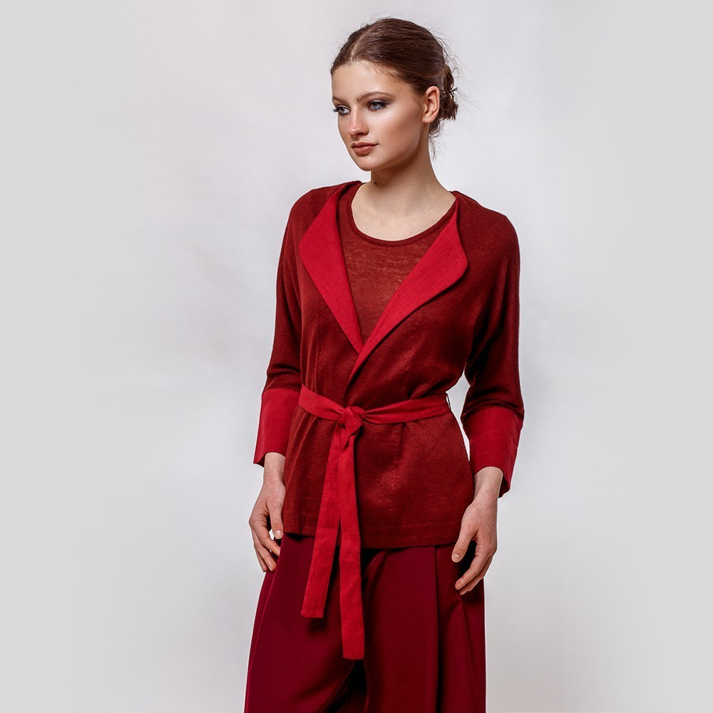 Varvara вязаный жакет с поясом бордового цвета