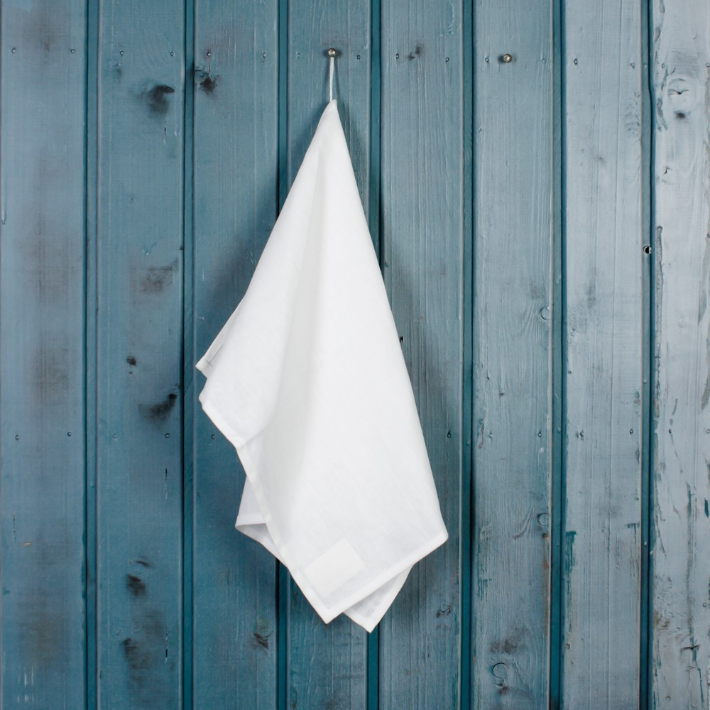 Льняное полотенце белого цвета