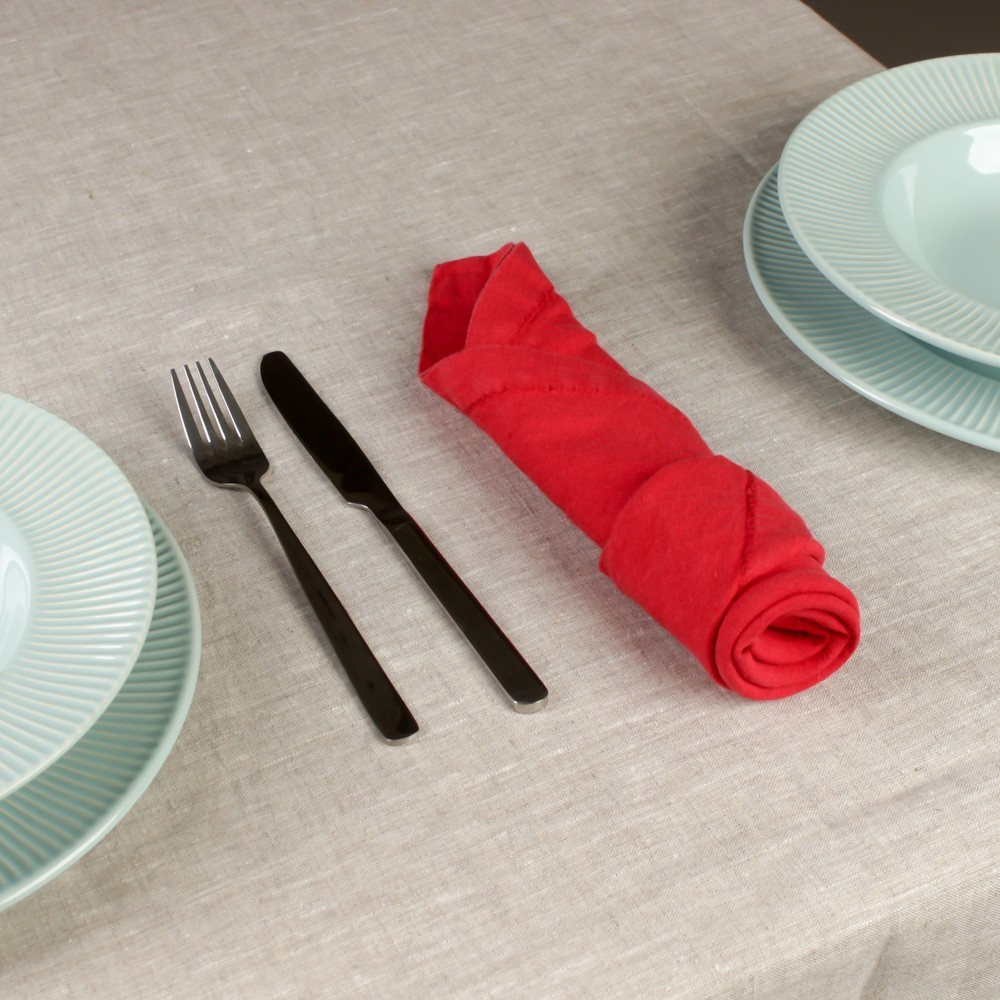 Льняная салфетка с бродери красного цвета