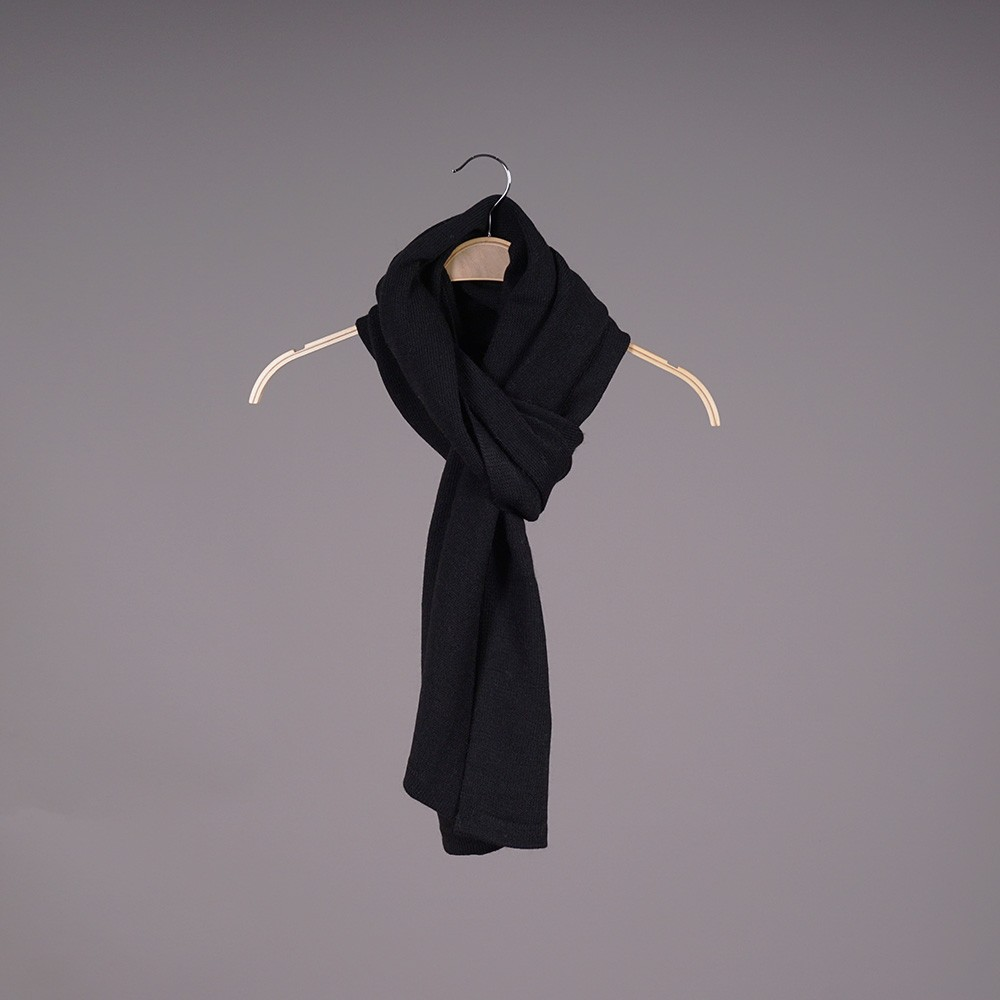 Stella large wool knit black scarf
